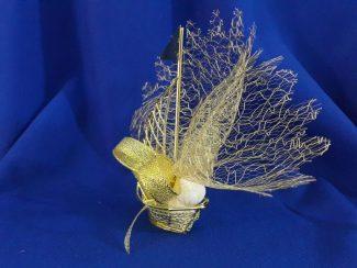 altın renk yelkenli şeklinde nikah şekeri