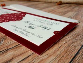 Kırmızı çerçeveli düğün davetiyesi