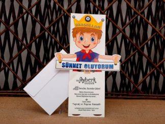 Sünnet Oluyorum Afişi Tutan Çocuk Prensli Kart - 1044976